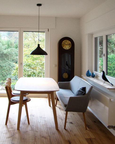 Esstisch mit Blick in die Eifel stanke interiordesign Moderne Esszimmer