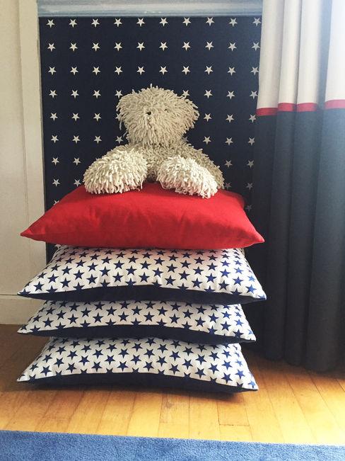 Quarto azul e vermelho Margarida Bugarim Interiores Quartos de rapaz Azul