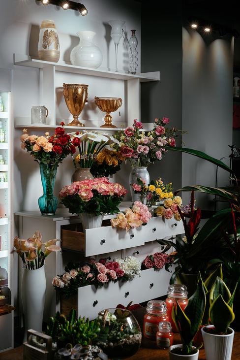 Fiori permanenti manuarino architettura design comunicazione Negozi & Locali commerciali in stile minimalista Legno Bianco