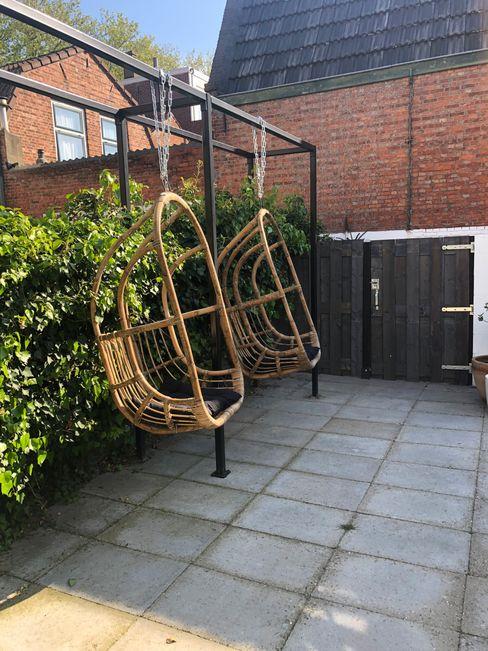 Rotal hangstoelen Studio Linda Lavoir Moderne tuinen