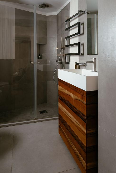 Bagno con doccia manuarino architettura design comunicazione Bagno in stile mediterraneo OSB Grigio