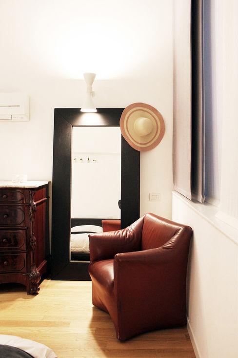 Camera padronale Onice Architetti Camera da letto minimalista Legno Marrone
