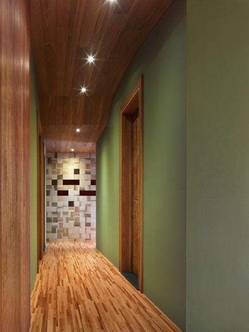 木耳生活藝術-室內設計/綠色的家 木耳生活藝術 乡村风格的走廊,走廊和楼梯 實木