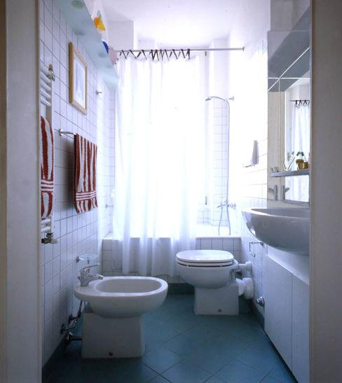 Bagno total white Studio di Architettura, Interni e Design Feng Shui Bagno eclettico