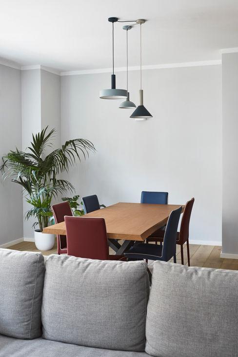 soggiorno tavolo da pranzo Lascia la Scia S.n.c. Sala da pranzo moderna Blu