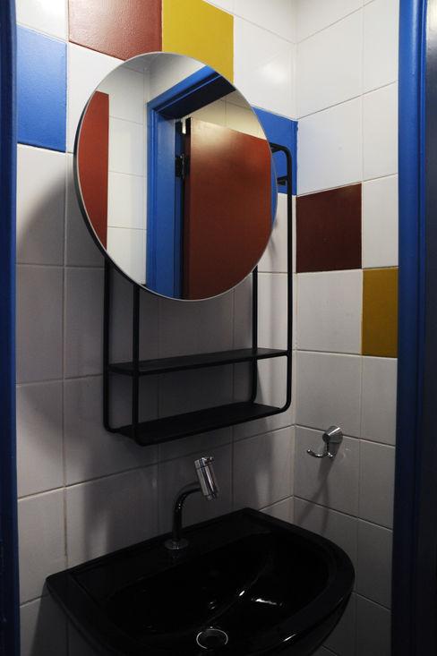 Portal do Envelhecimento - Banheiro Enzo Sobocinski Arquitetura & Interiores Escritórios ecléticos Ferro/Aço Multi colorido
