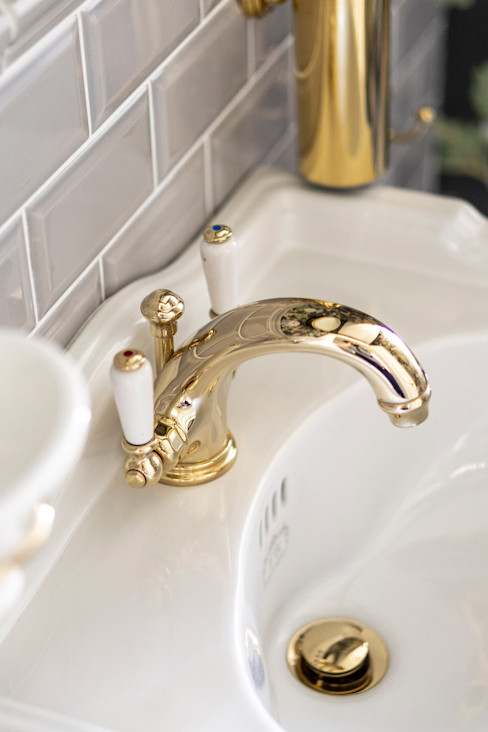 Traditional Bathrooms GmbH Salle de bainRobinets Ambre/Or