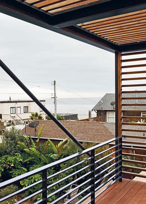 Casa fatta con containers navali Green Living Ltd Balcone