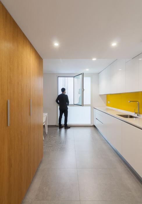 castronavarro arquitectura Cucina moderna Legno Giallo