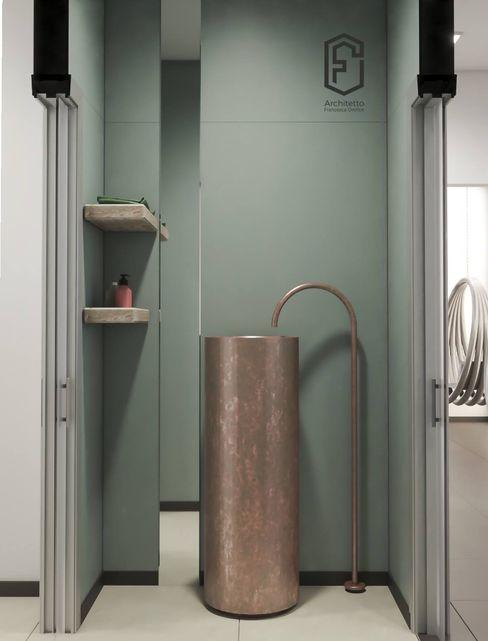 Bagno con lavandino in rame Architetto Francesca Orefice Spa moderna