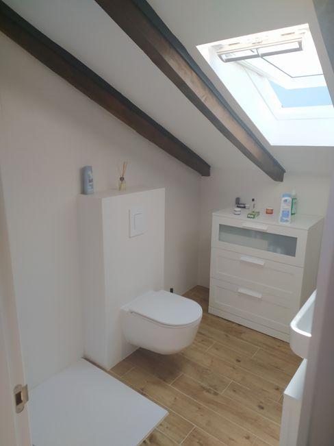 Vista interior: imagen del baño en habitación principal OCTANS AECO Baños de estilo moderno