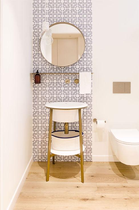 Attico RG - bagno di servizio locatelli pepato Bagno moderno Ceramica Bianco