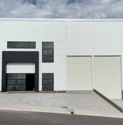 PAULIN ARQUITECTOS S.A. DE C.V. Commercial Spaces Iron/Steel White