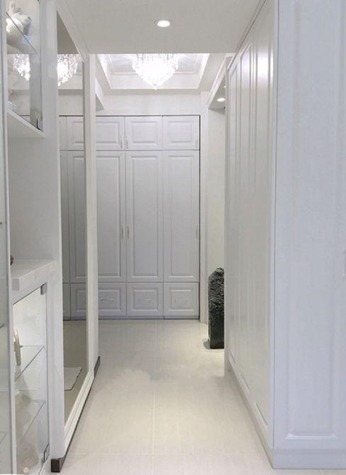 玄關&鞋櫃&開關箱 虹冠室內裝修設計工程公司 Classic style corridor, hallway and stairs White