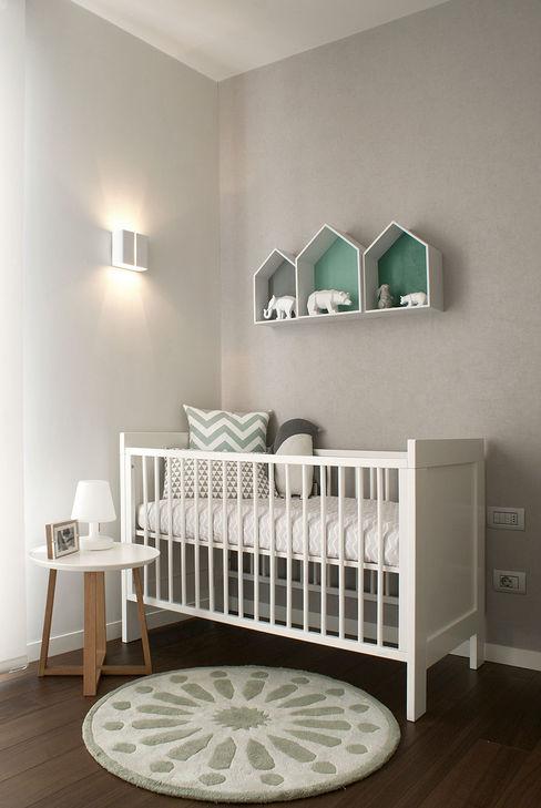 Dormitorio infantil para bebé MANUEL GARCÍA ASOCIADOS Habitaciones de bebé Gris
