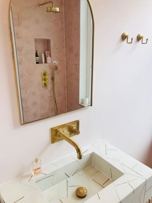 Mabella Artisans Interior Design Baños de estilo ecléctico Azulejos Rosa