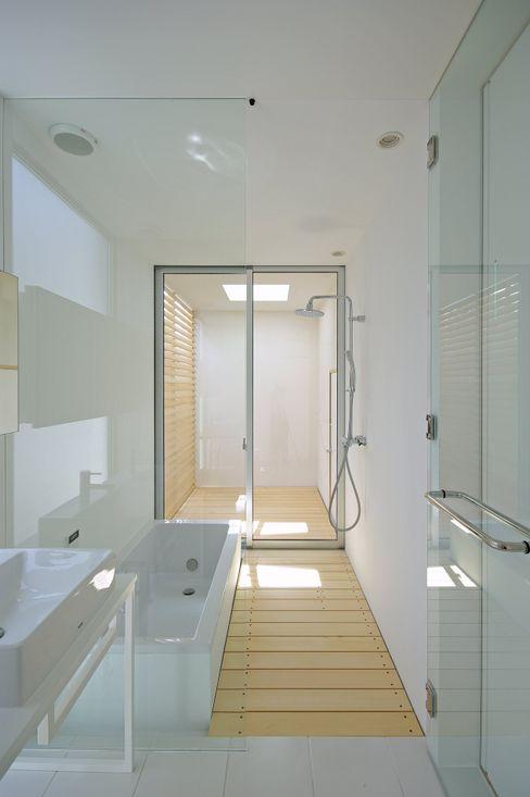 空間建築-傳 Scandinavian style bathrooms White