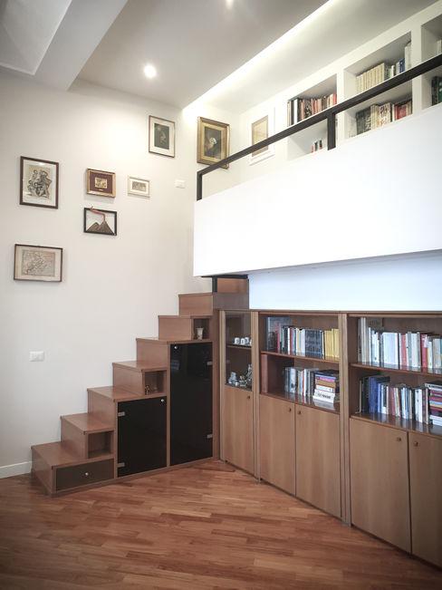 Soppalco con scala-contenitore arch. Lorenzo Criscitiello Studio moderno