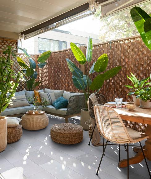 ROSA GRES Balcone, Veranda & Terrazza in stile tropicale Ceramica Grigio