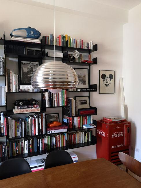 Zona living - libreria Studio Zay Architecture & Design Sala da pranzo eclettica Alluminio / Zinco Nero