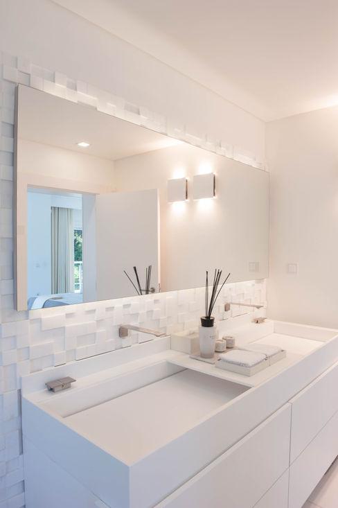 Atelier Renata Santos Machado Baños de estilo moderno Blanco