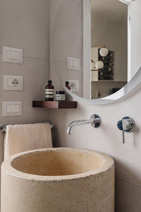 Bagno ospiti manuarino architettura design comunicazione Bagno minimalista Cemento Beige