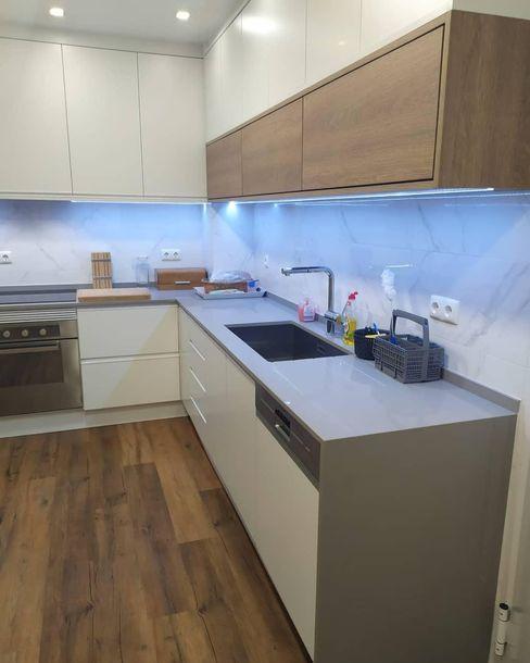 Remodelação de cozinha: Aliamos a funcionalidade à estética e damos-lhe a cozinha com que sempre sonhou! Home 'N Joy Remodelações Armários de cozinha Branco