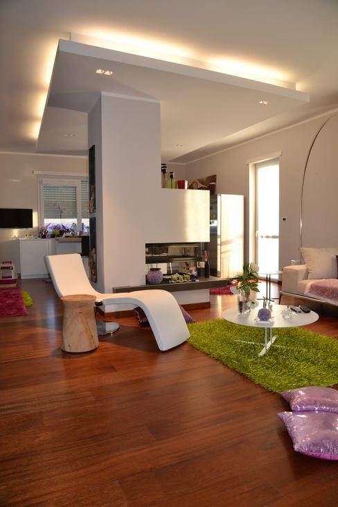 Realizzazione living Silvia Camporeale Interior Designer Soggiorno moderno Legno Bianco