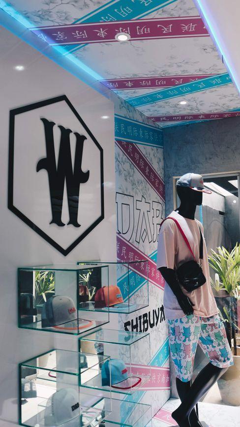 A vitrine ! Carmela Design Lojas e Espaços comerciais modernos Plástico Multicolor
