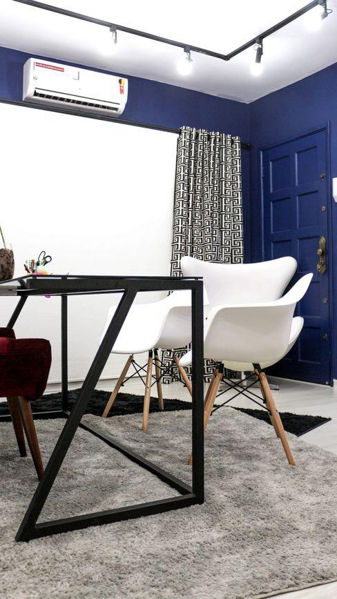 Mesa de trabalho também com design exclusivo. Carmela Design Lojas e Espaços comerciais modernos Ferro/Aço Preto