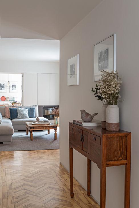 R. Estefânia Apartment ATMOSFERAS_ Interior Design Corredores, halls e escadas modernos