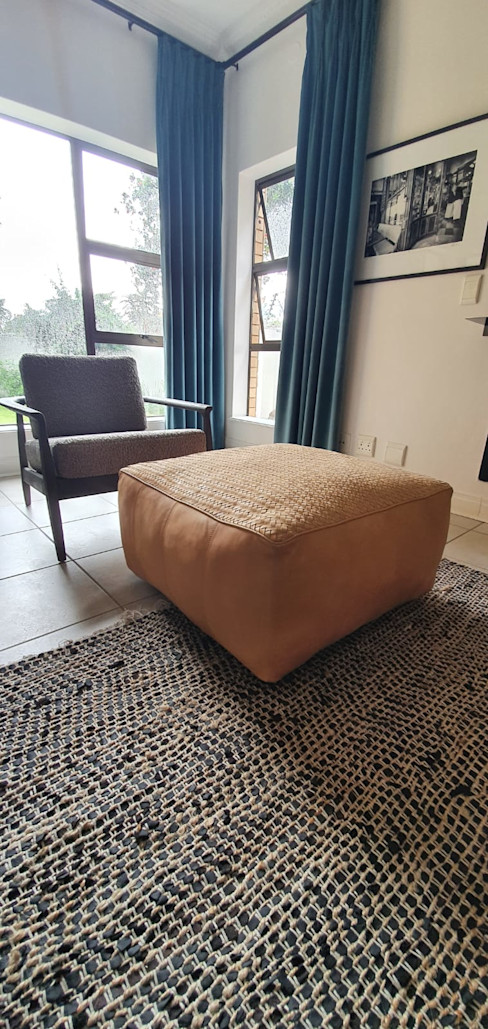 Detail of texture fusion TV Room Deborah Garth Interior Design International (Pty)Ltd Living roomAccessories & decoration Leather Brown