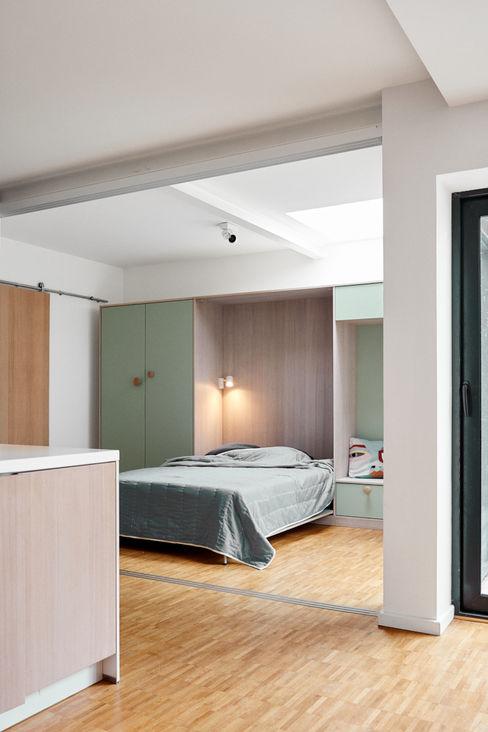 Privathaus KB STUDIO LOUIS Moderne Schlafzimmer