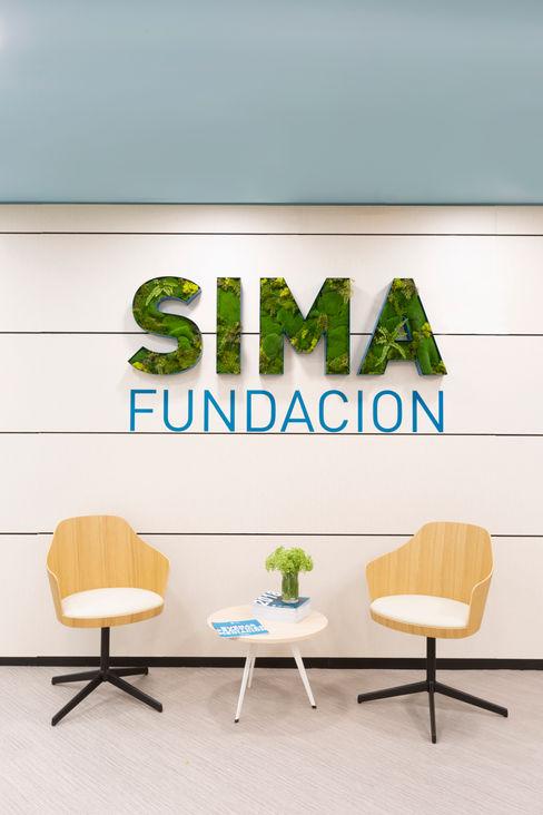 Recepción de SIMA. Punto de espera Interiorismo y decoración en Madrid / Kando Estudio Oficinas y tiendas de estilo moderno Azul