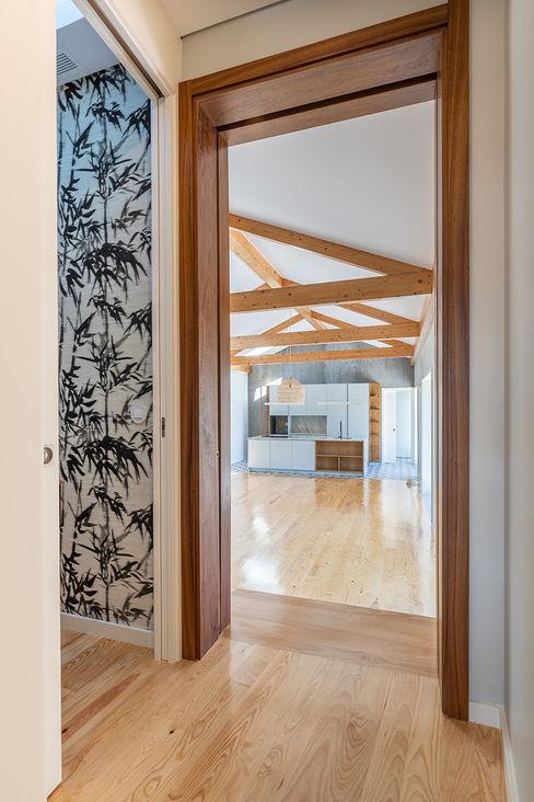 Cozinha | Sala - Casa em S. Mamede (arquitetura) - SHI Studio Interior Design ShiStudio Interior Design Salas de estar escandinavas