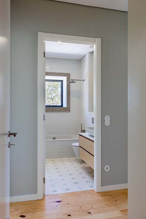 Depois - WC - Casa em S. Mamede (arquitetura) - SHI Studio Interior Design ShiStudio Interior Design
