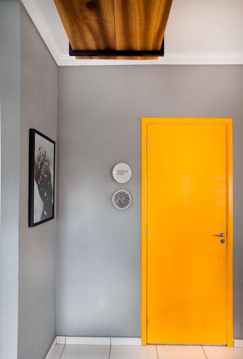 porta amarela 🚪 viz arquitetura Portas interiores