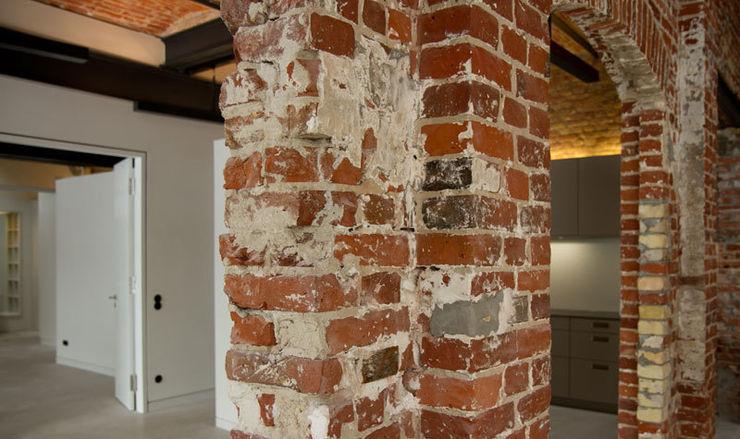 designyougo - architects and designers Couloir, entrée, escaliers industriels Briques Rouge