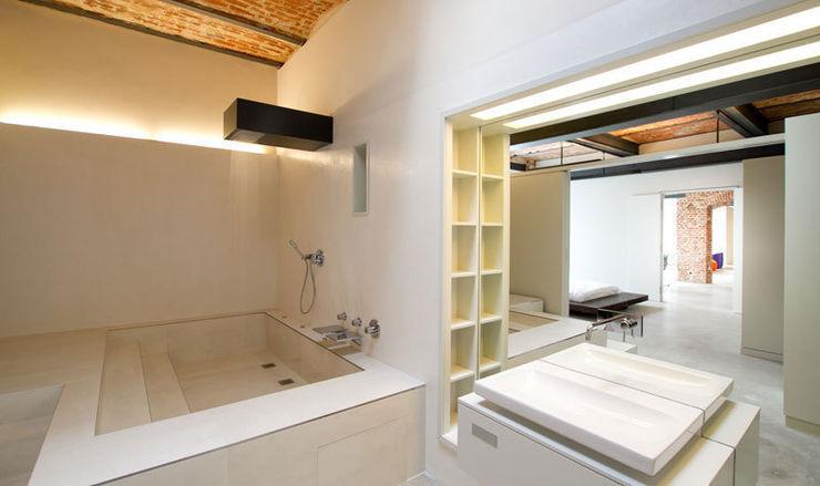 designyougo - architects and designers Salle de bain industrielle Briques Beige