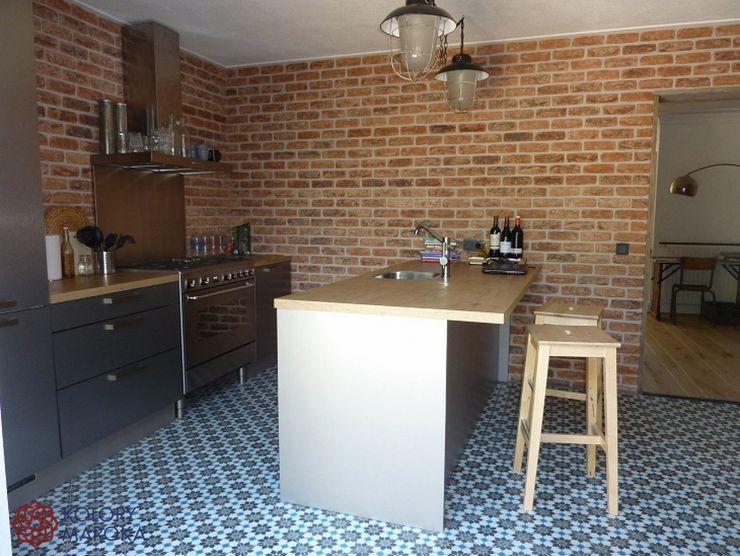 Kolory Maroka 地中海デザインの キッチン