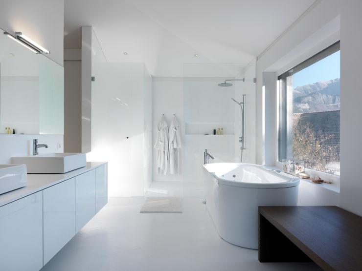 LEICHT Küchen AG Baños de estilo moderno
