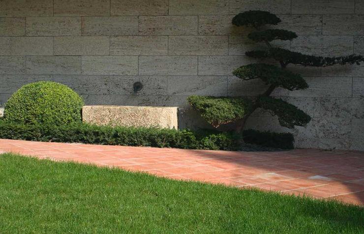 Koiteich in Marburg Kirchner Garten & Teich GmbH Moderner Garten