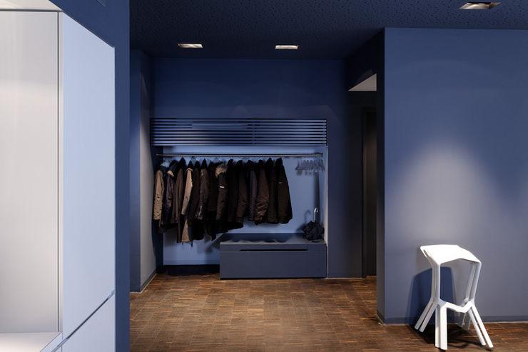 Garderobe a-base I büro für architektur Industrialer Flur, Diele & Treppenhaus