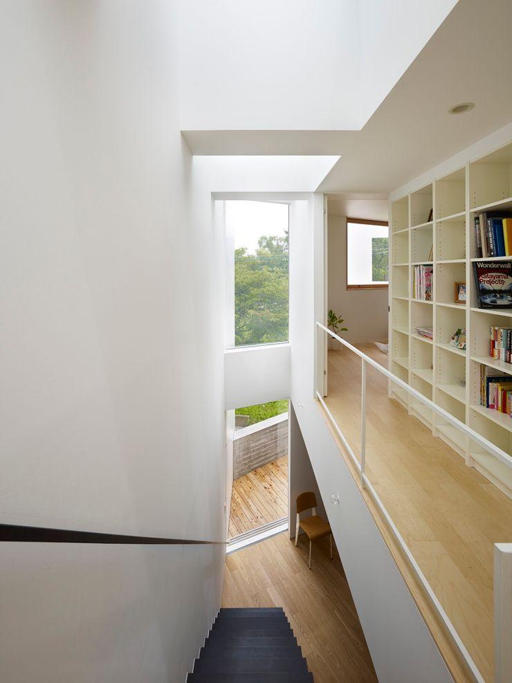 内部 小泉設計室 モダンスタイルの 玄関&廊下&階段