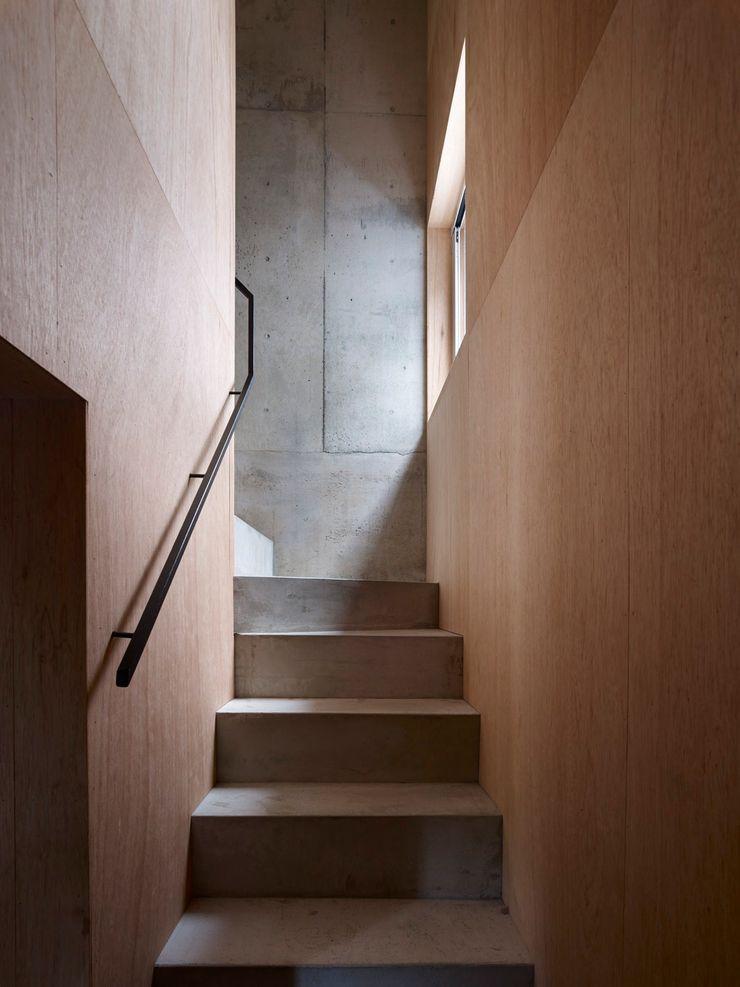 階段 小泉設計室 モダンスタイルの 玄関&廊下&階段