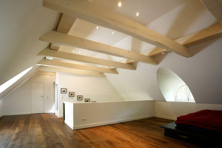 Architektur- und Innenarchitekturbüro Bernd Lietzke Dormitorios de estilo moderno