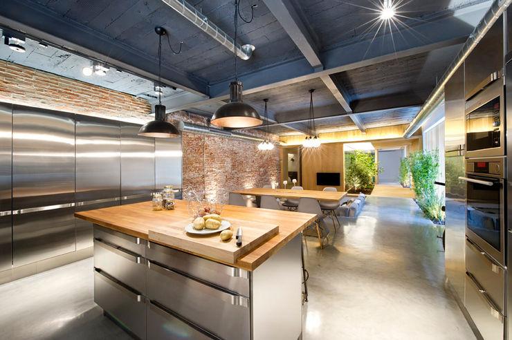 Egue y Seta Rustic style dining room