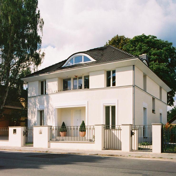 Klassische Villa mit zentraler Halle CG VOGEL ARCHITEKTEN Klassische Häuser
