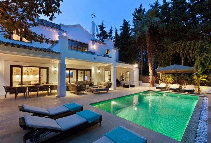 Villa Marbella Club Originals Interiors Piscinas de estilo rústico