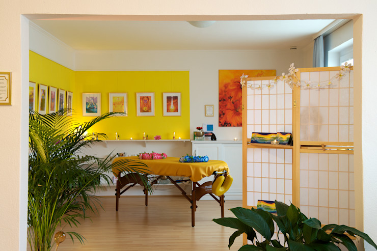 homify Tropical style kitchen
